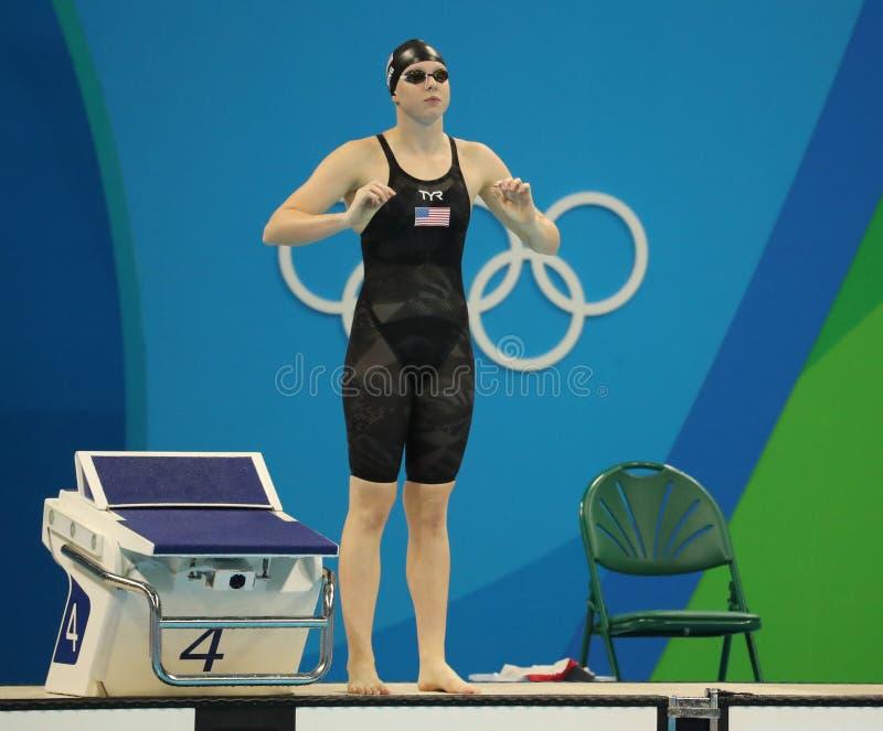 美国的Lilly国王在里约前2016年奥运会的妇女的100m蛙泳决赛的 库存图片