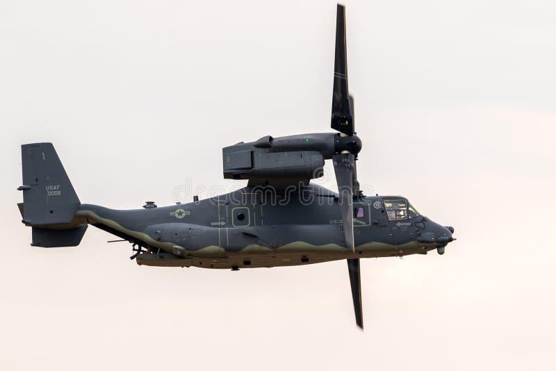 美国空军响铃波音V-22白鹭的羽毛旋转翼倾斜的军用飞机 图库摄影