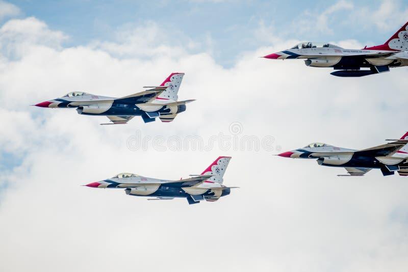 美国空军在形成的F-16雷鸟 库存照片