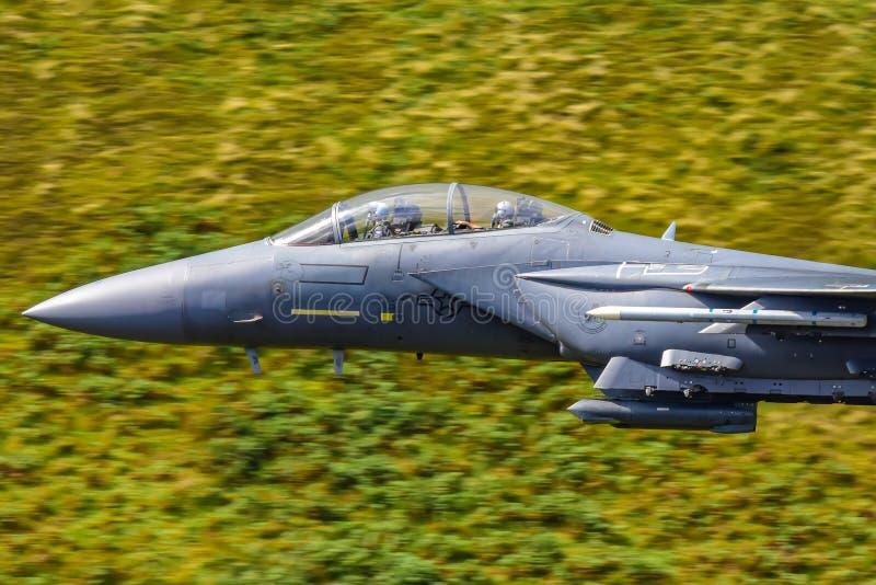美国空军F15 `罢工老鹰`低飞行威尔士,英国 库存照片