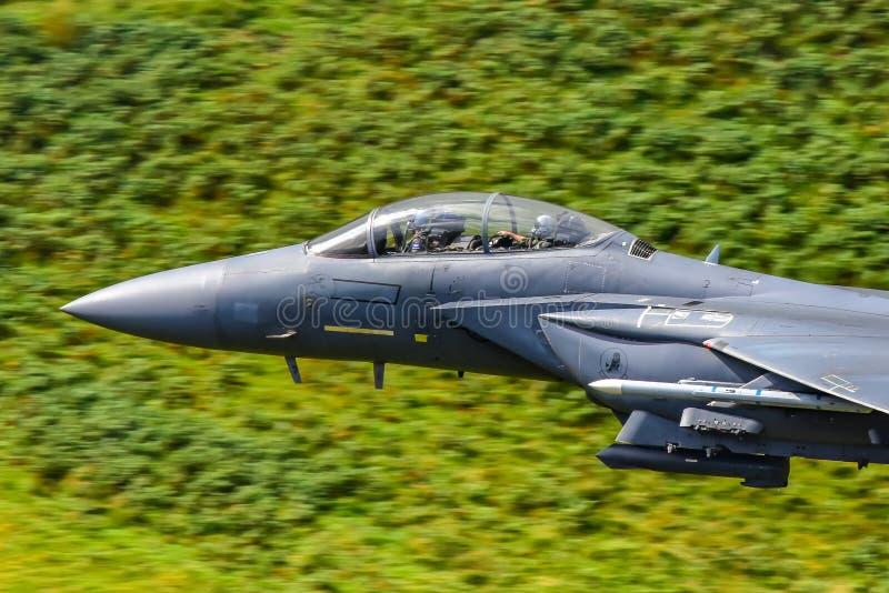 美国空军F15 `罢工老鹰`驾驶舱,低飞行威尔士,英国 库存图片