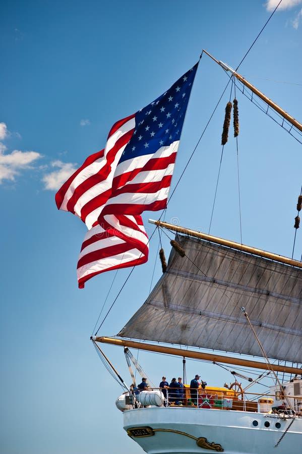 美国老鹰飞行高荣耀老的船 库存图片
