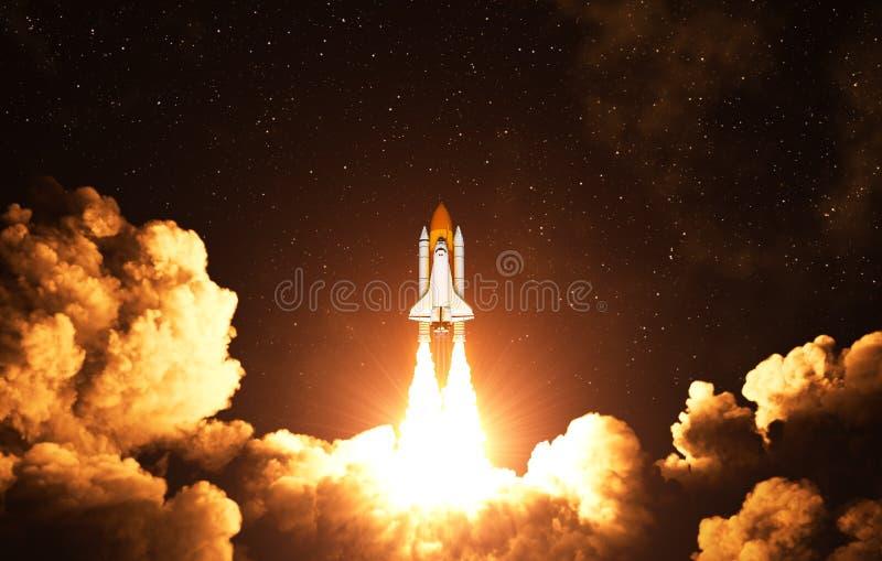 美国航天飞机的夜起飞 皇族释放例证