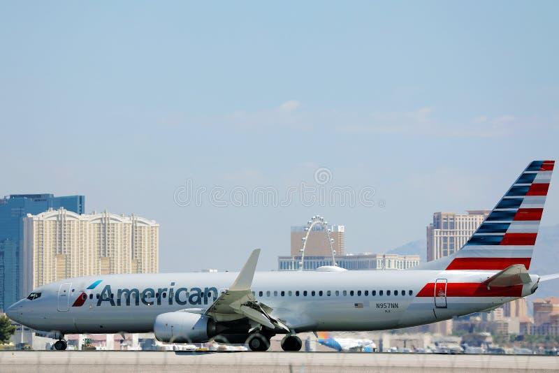 美国航空公司飞机在拉斯维加斯机场滑行 库存图片