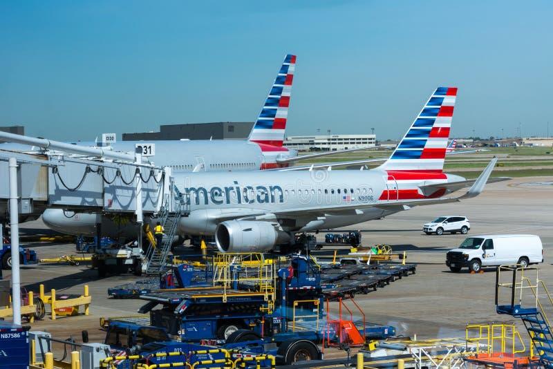 美国航空喷气机在机场 免版税图库摄影