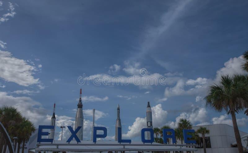 美国航空航天局肯尼迪航天中心访客复合体的火箭队庭院在佛罗里达 免版税库存照片