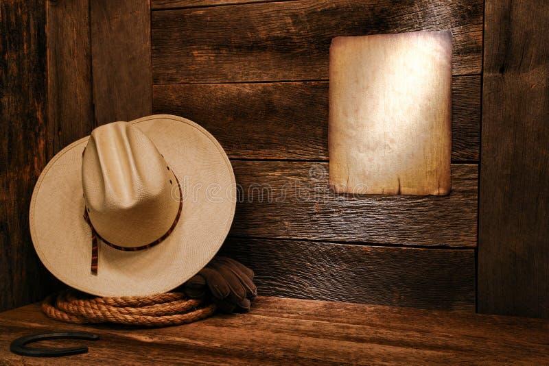 美国西方圈地牛仔帽和绳索在谷仓 免版税库存图片