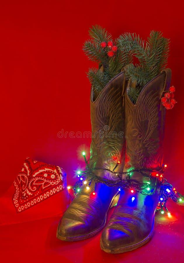 美国西部传统起动和牛仔方巾在圣诞节 免版税库存照片