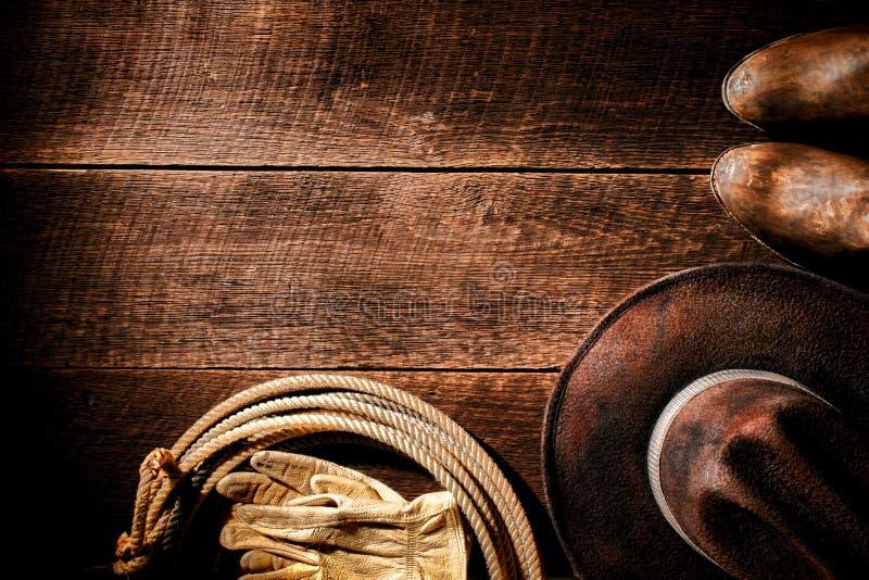 美国西部圈地牛仔帽和齿轮背景 库存照片