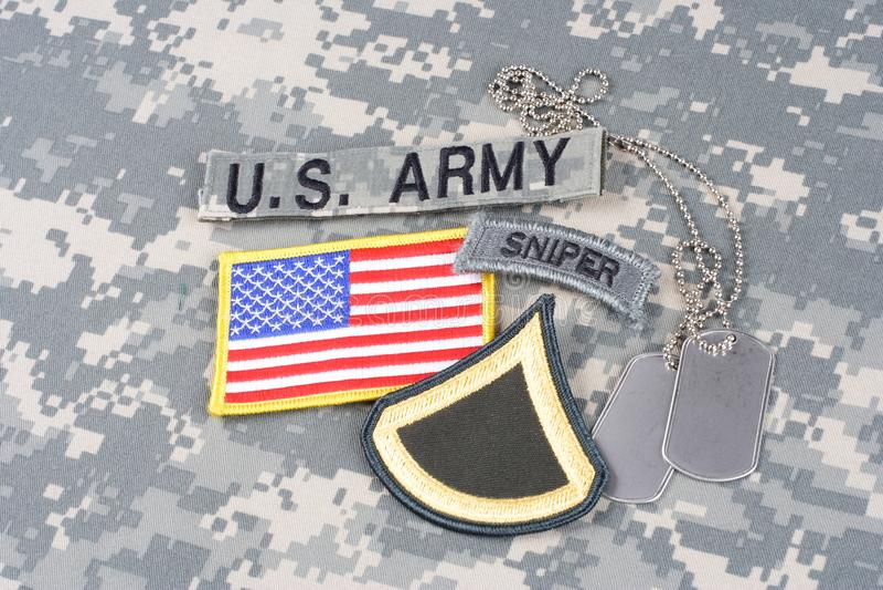 美国陆军在伪装制服的狙击手权威 库存图片