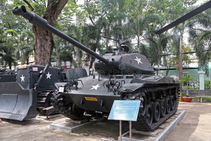 美国陆军在显示的喷火器和M41坦克在Vietname 库存图片