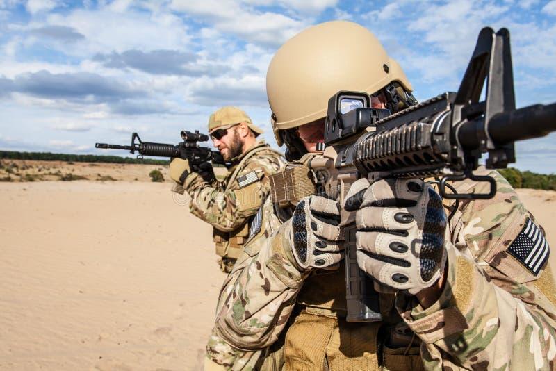 美国陆军特种部队小组战士 库存图片