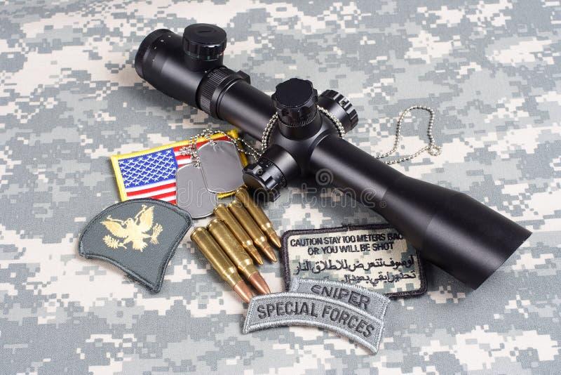 美国陆军背景有范围和权威的概念狙击手 图库摄影