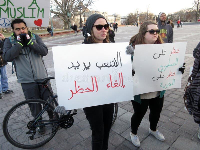 美国首都的回教妇女抗议者 免版税库存照片