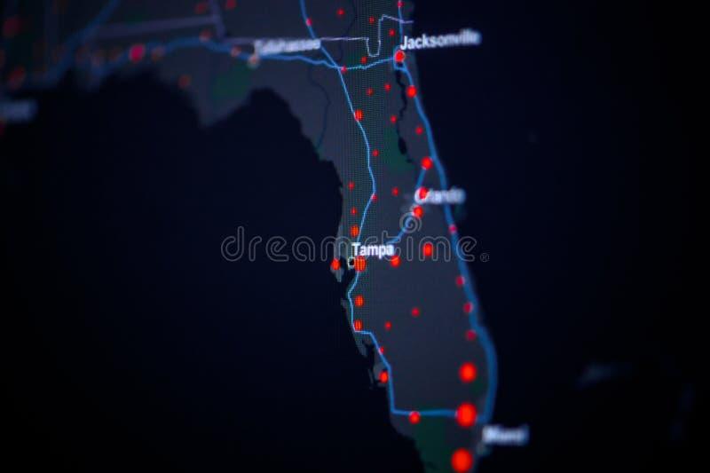 美国,佛罗里达,坦帕 冠状病毒COVID-19全球病例图 显示受感染数的红点 约翰·霍普金斯 库存照片