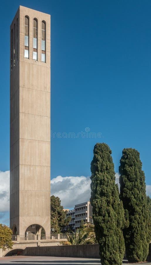 美国,美国,加利福尼亚,圣芭卜拉,格里塔,加大圣巴巴拉分校,大学,学院,学校,加大圣巴巴拉分校,校园,钟楼,柱子,专栏 库存照片