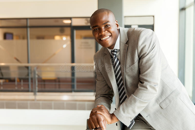 Download 美国黑人的公司工作者 库存图片. 图片 包括有 愉快, 查找, 雇佣, 成人, 买卖人, 长度, 员工, 快乐 - 59106427