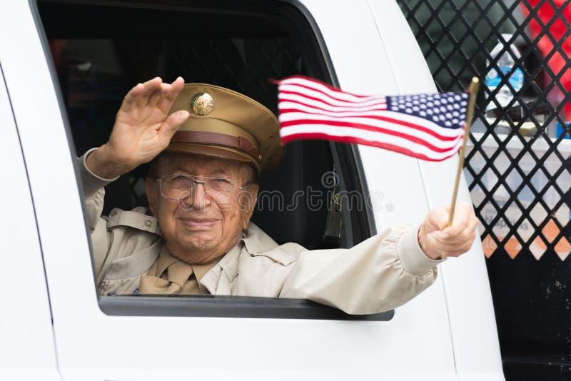 美国经验丰富的举行的americam旗子 库存照片