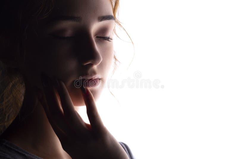美女画象,在白色被隔绝的背景的妇女秀丽的面孔,概念和时尚 库存照片