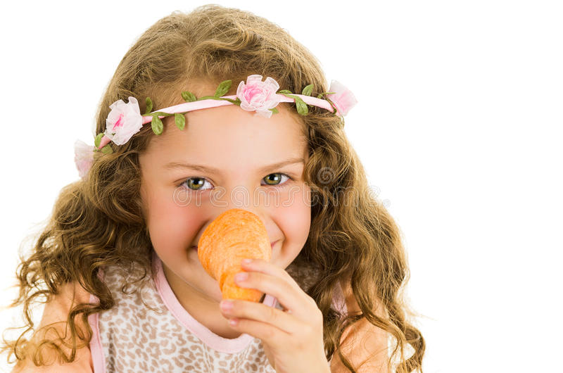 美好健康矮小卷曲女孩享用 免版税库存图片