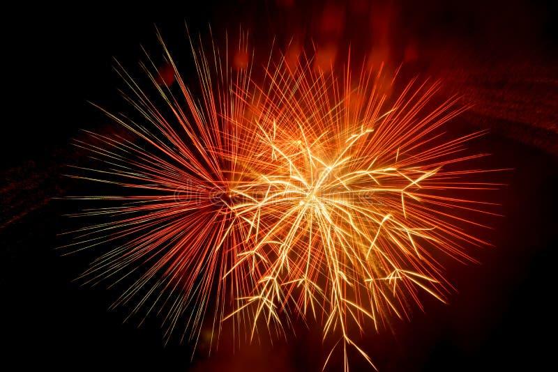 美好和五颜六色的烟花和闪闪发光庆祝的新年或其他事件 库存照片