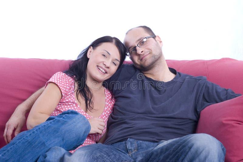 美好夫妇纵向微笑 免版税库存图片