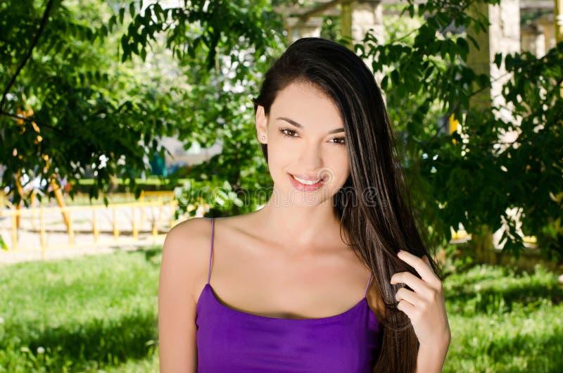 美好女孩微笑。 库存图片