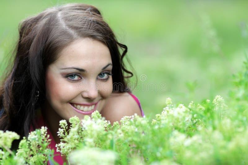 美好女孩微笑少年 库存图片