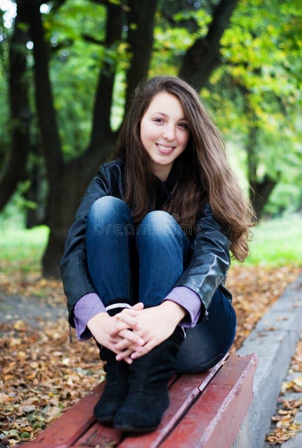 美好女孩微笑少年 免版税库存照片