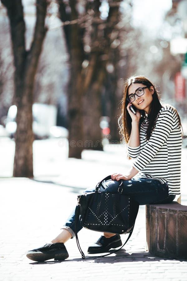 美好女孩摆在 免版税图库摄影