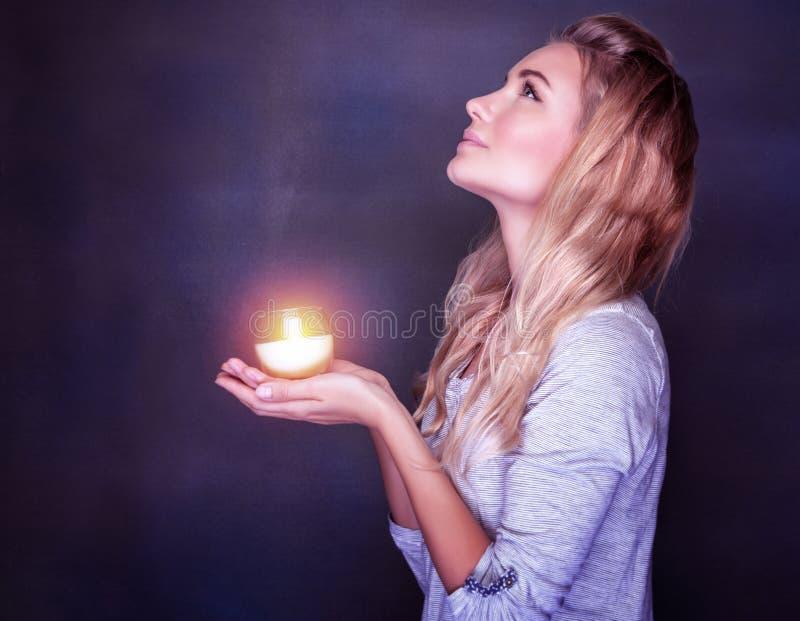 美好女孩祈祷 库存照片