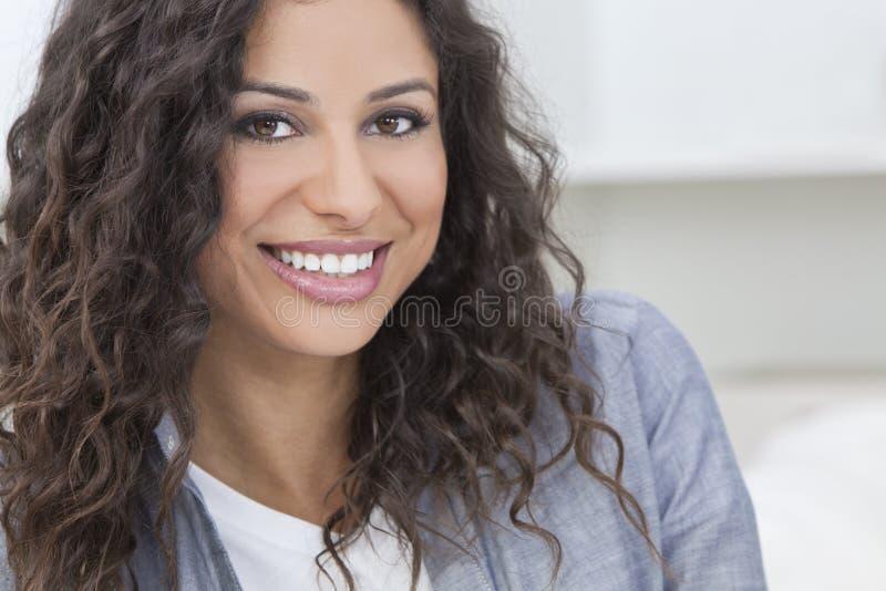 美好愉快西班牙妇女微笑 库存照片