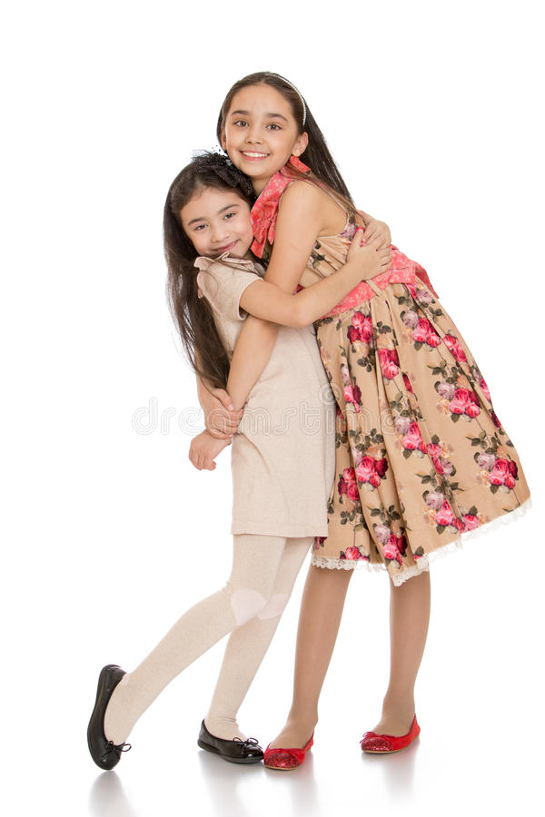 美好时尚小女孩姐妹拥抱 库存照片