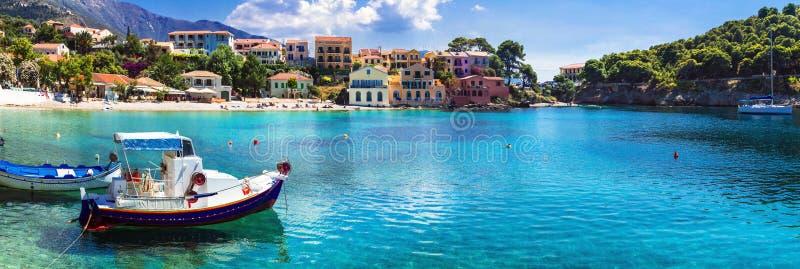 美好的五颜六色的希腊系列-沿海村庄Assos在Kefalonia海岛 库存照片