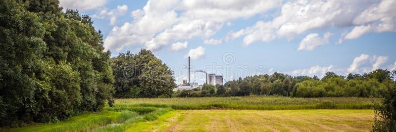 美好的传统荷兰风景和自然 全景 免版税图库摄影