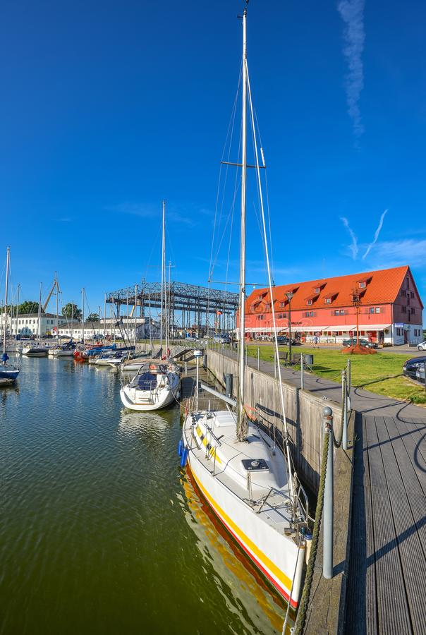 美好的体育乘快艇,旅游轮渡和船在丹麦人河,克莱佩达,立陶宛 图库摄影