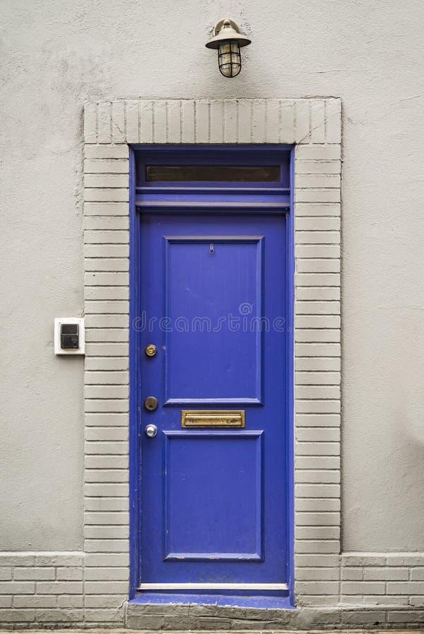 美好的入口蓝色门,曼哈顿纽约,美国 免版税库存照片
