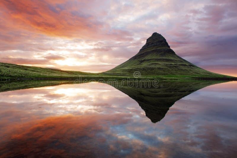 美好的冰岛山风景 库存图片