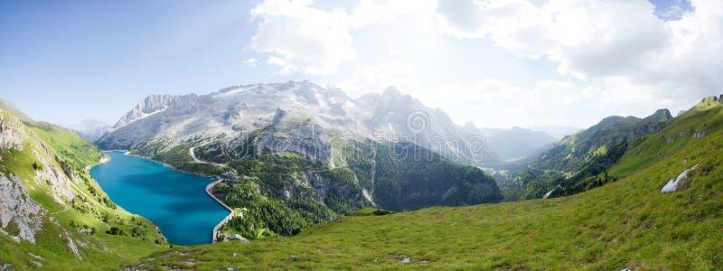美好的冰川marmolada山全景 免版税库存图片