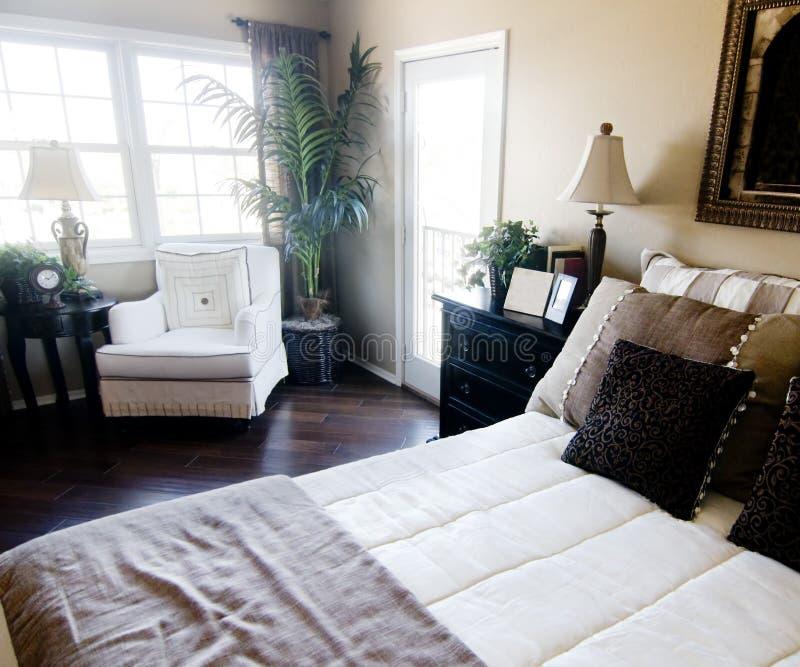 美好的卧室设计内部 免版税库存照片