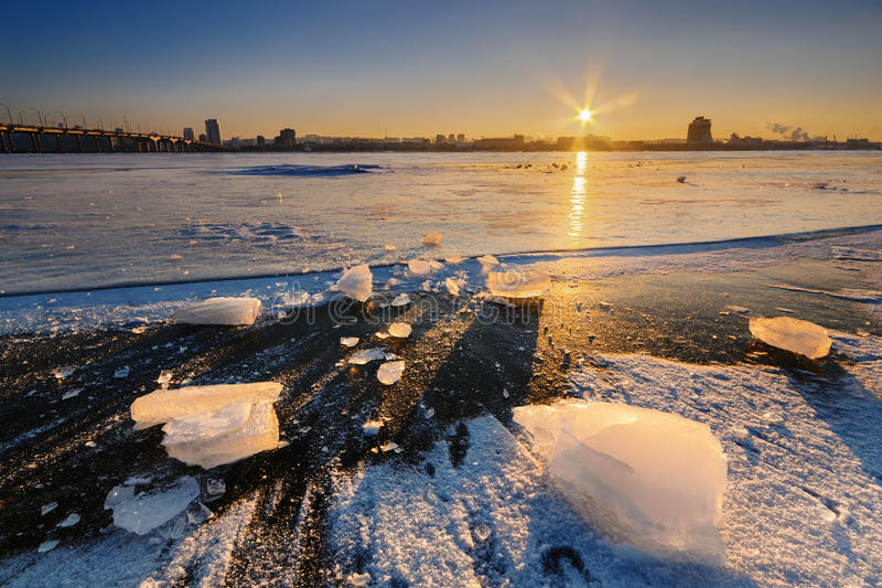 美好的史诗日落在冬天II 免版税库存照片