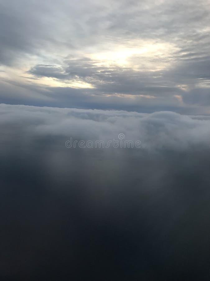 美好的后面云彩星期日日落 库存图片