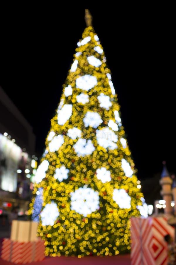 美好的圣诞树defucused光 库存图片