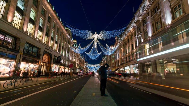 美好的圣诞灯的看法在伦敦中部 免版税库存图片
