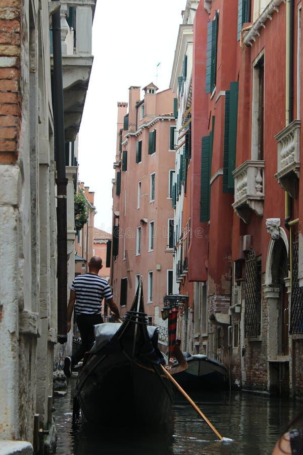 美好的夏天在有长平底船的威尼斯意大利 免版税库存图片