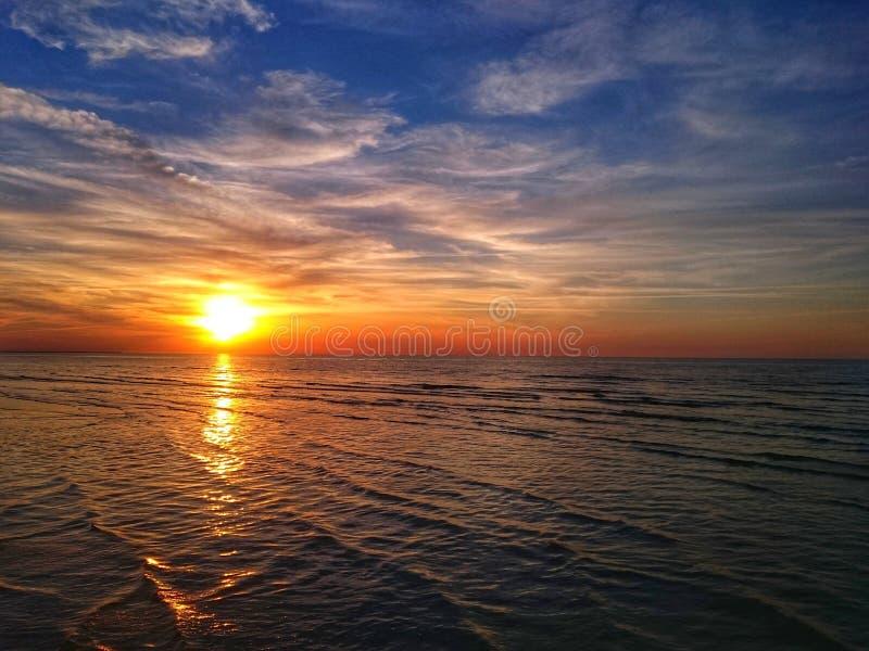 美好的夏天日落在拉脱维亚 库存照片