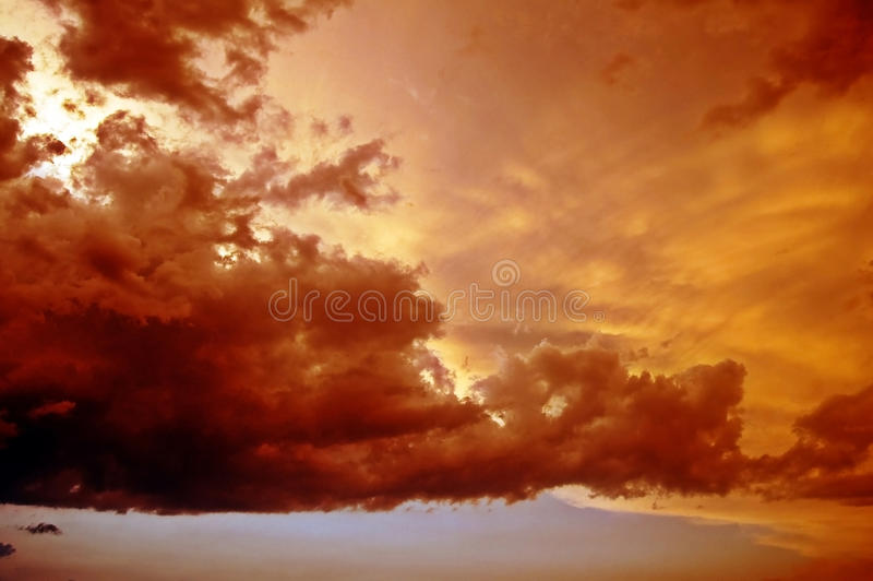 美好的天空日落 免版税库存照片
