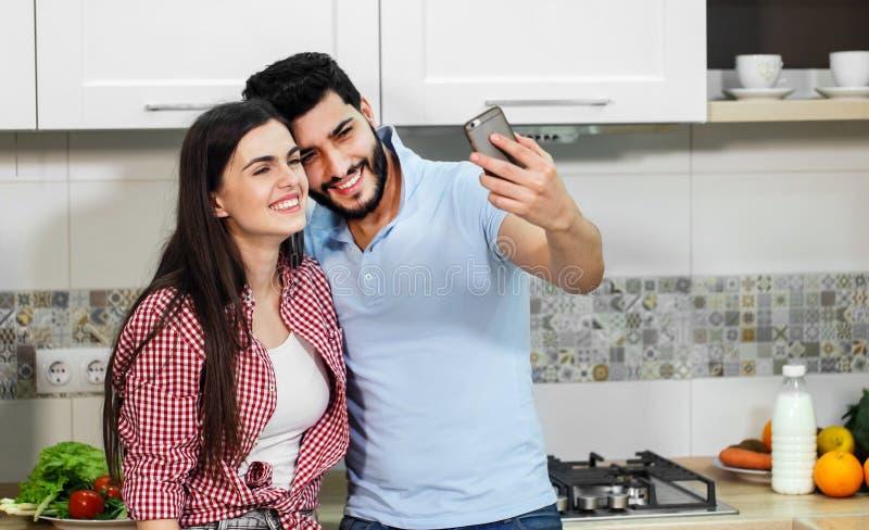 美好的夫妇采取Selfie 库存图片