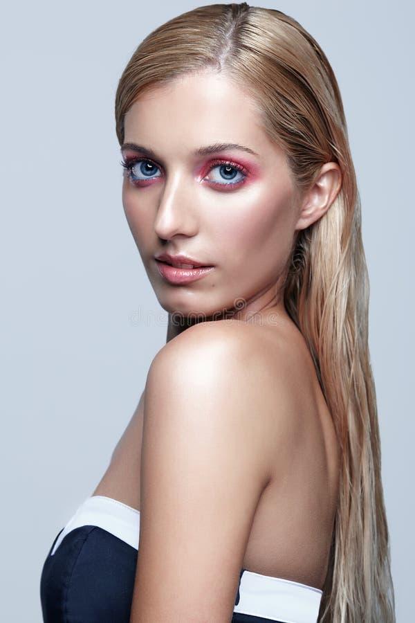 美好的女孩portrait 金发长的妇女年轻人 图库摄影