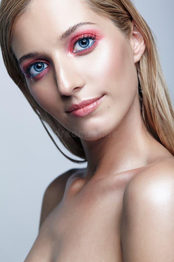 美好的女孩portrait 金发长的妇女年轻人 库存照片